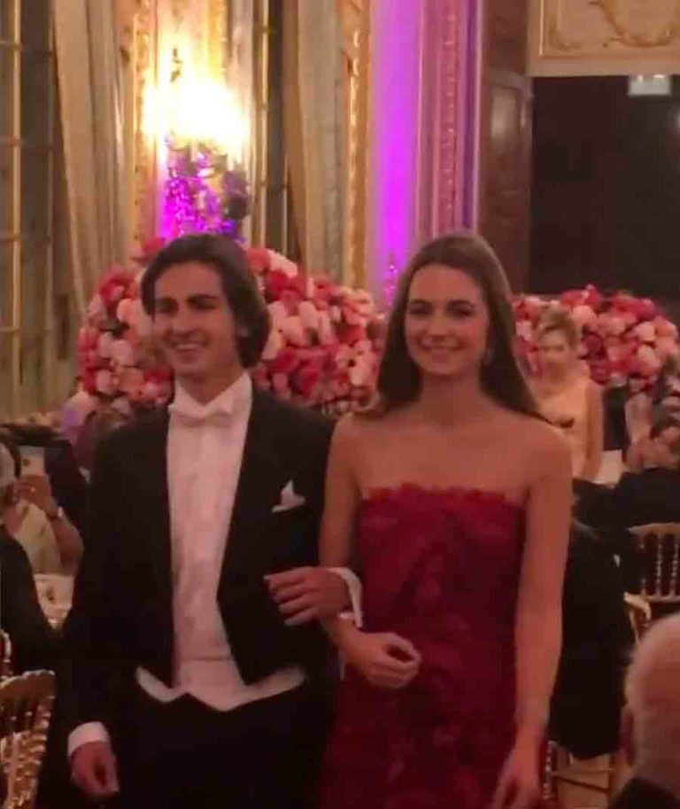 Бал дебютанток 2019 в Париже 30 ноября https://histoiresroyales.fr/wp-content/uploads/2019/12/elvire-de-clermont-tonnerre-bal-des-debutantes-2019-768x913.jpg